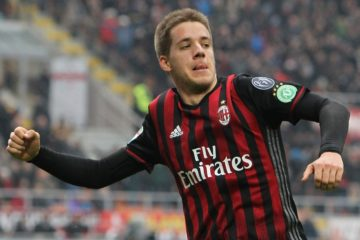 MILAN, ITALY - DECEMBER 04:  Mario Pasalic of AC Milan celebrates his goal during the Serie A match between AC Milan and FC Crotone at Stadio Giuseppe Meazza on December 4, 2016 in Milan, Italy.  (Photo by Marco Luzzani/Getty Images)