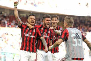 Gianluca Lapadula esulta insieme ai compagni dopo il gol siglato in Milan-Bologna (3-0, 21-05-2017)