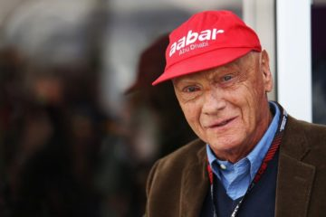 Niki Lauda, tre volte Campione del Mondo di Formula 1 e attualmente presidente non esecutivo della Mercedes (foto da: zimbio.com)