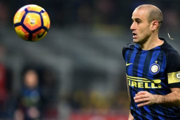 MILAN, ITALY - JANUARY 17:  Rodrigo Palacio of FC Internazionale in action during the TIM Cup match between FC Internazionale and Bologna FC at Stadio Giuseppe Meazza on January 17, 2017 in Milan, Italy.  (Photo by Pier Marco Tacca/Getty Images)