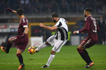 TURIN, ITALY - DECEMBER 11:  Gonzalo Higuain (C) of Juventus FC scores his second goal during the Serie A match between FC Torino and Juventus FC at Stadio Olimpico di Torino on December 11, 2016 in Turin, Italy.  (Photo by Valerio Pennicino/Getty Images)