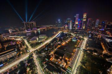 Suggestiva vista dall'alto dello skyline di Singapore (foto da: commons.wikimedia.org)