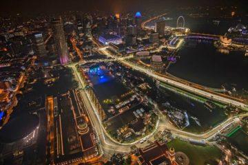 Vista dall'alto suggestiva del circuito cittadino di Marina Bay, Singapore (foto da: thehoneycombers.com)