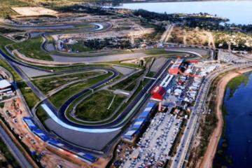 Vista dall'alto del circuito argentino di Termas de Rio Hondo, che ospiterà il Gran Premio d'Argentina fino al 2021 (foto da: alquilerargentina.com)