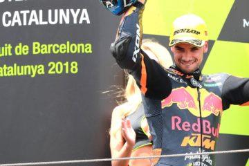 Miguel Oliveira (in foto sul podio di Barcellona) si è imposto finora come il rivale principale del nostro Francesco Bagnaia in Moto2 (foto da: motogp.com)