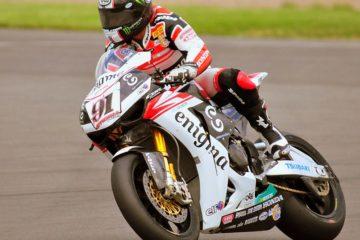 Leon Haslam, durante la gara di Donington in Superbike del 2009. Fonte: Wikipedia