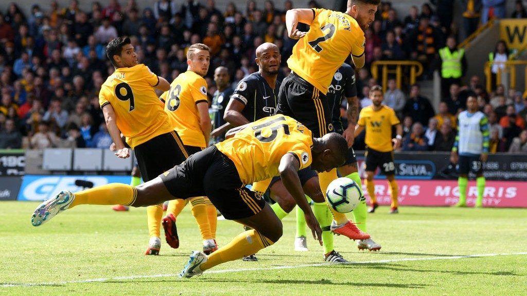 Premier League Wolverhampton ferma Manchester City con un gol di mano