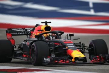 Daniel Ricciardo partirà oggi dalla 4° posizione, dopo aver però ottenuto il 5° tempo ieri. Max Verstappen, invece, dopo i problemi avuti in Q1 scatterà dalla 13° posizione (foto da: twitter.com/redbullracing)