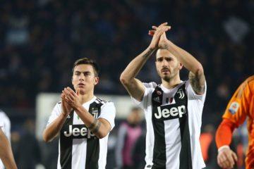 Bonucci e Dybala con le facce stravolte dopo una difficile battaglia in quel di Bergamo. Fonte: Twitter Juventus