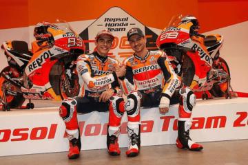 Marc Marquez e Jorge Lorenzo, durante la presentazione del team HRC per la stagione 2019 del Motomondiale (foto da: twitter.com/HRC_MotoGP)
