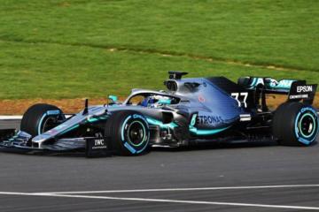 Altra immagine di Valtteri Bottas in azione con la W10, durante i primi giri affrontati in mattinata a Silverstone (foto da: twitter.com/MercedesAMGF1)