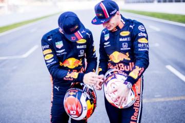 Il duo Red Bull, Max Verstappen e Pierre Gasly. Il team anglo-austriaco sarà chiamato alla conferma in Bahrain dopo il positivo debutto in Australia (foto da: twitter.com/redbullracing)