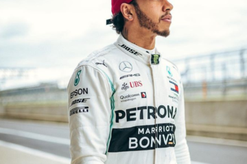 Hamilton con il cappellino ufficiale dedicato al Gp della Cina. Fonte: Twitter Hamilton