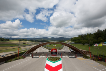 L'ingresso principale del circuito del Mugello che, causa COVID-19, in questo 2020 non ospiterà il Gran Premio d'Italia valido per il Motomondiale (foto da: twitter.com/MugelloCircuit)