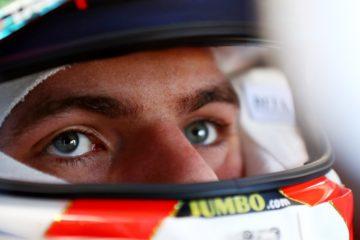 Inquadratura del volto di Verstappen che mostra la concentrazione del pilota.  Fonte: Verstappen Twitter