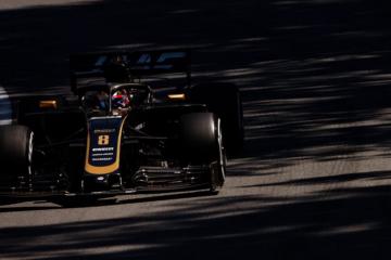 Romain Grosjean, Haas, durante la gara di ieri in Canada. Nessun punto e screzio via radio tra Magnussen ed il muretto per il team di Kannapolis (foto da: twitter.com/HaasF1Team)
