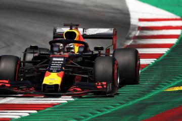 Max Verstappen, nella gara di casa della Red Bull, centra un ottimo 3° tempo in qualifica, poi diventato 2° grazie alla penalità inflitta a Lewis Hamilton (foto da: twitter.com/redbullracing)
