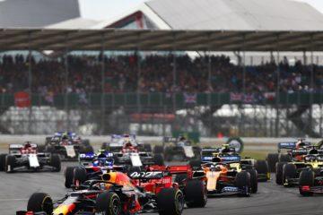 Verstappen preso di fronte nei primi giri del gp di Silverstone. Fonte: Twitter Silverstone