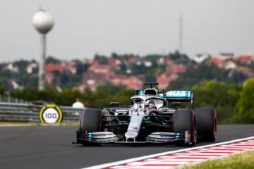 Lewis Hamilton al comando al termine della prima sessione di prove libere all'Hungaroring (foto da: twitter.com/MercedesAMGF1)