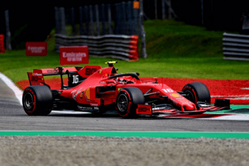 Per la quarta volta in carriera, Charles Leclerc ottiene la pole position. Domani a Monza partirà davanti alle due Mercedes e a Sebastian Vettel (foto da: twitter.com/ScuderiaFerrari)