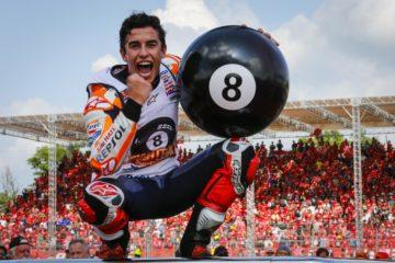 La gioia di Marc Marquez, che a Buriram, in Thailandia, vince gara e titolo mondiale, l'8° in carriera (foto da: motogp.com)