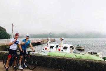 Bottas mentre esplora il Giappone a bordo della sua bicicletta.  Fonte: Twitter Bottas