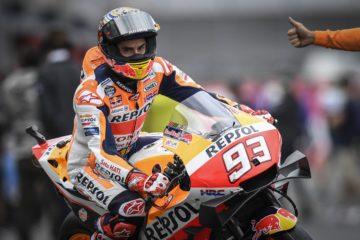 Marc Marquez si appresta a tornare in pista, durante le prove libere del venerdì di Motegi (foto da: motogp.com)