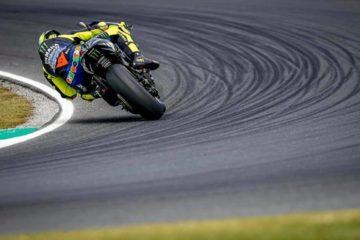 Valentino-Rossi in curva sul circuito di Sepang in Malesia.  Fonte: Facebook Rossi