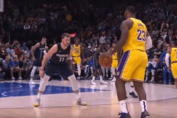 LeBron James contro Luka Doncic, uno contro l'altro durante il supplementare del match vinto dai Lakers in casa dei Mavericks lo scorso ottobre (foto da: youtube.com)