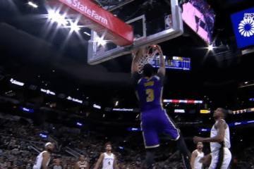 Anthony Davis vola al ferro, nel match di stanotte vinto dai Los Angeles Lakers a San Antonio contro gli Spurs (foto da: youtube.com)