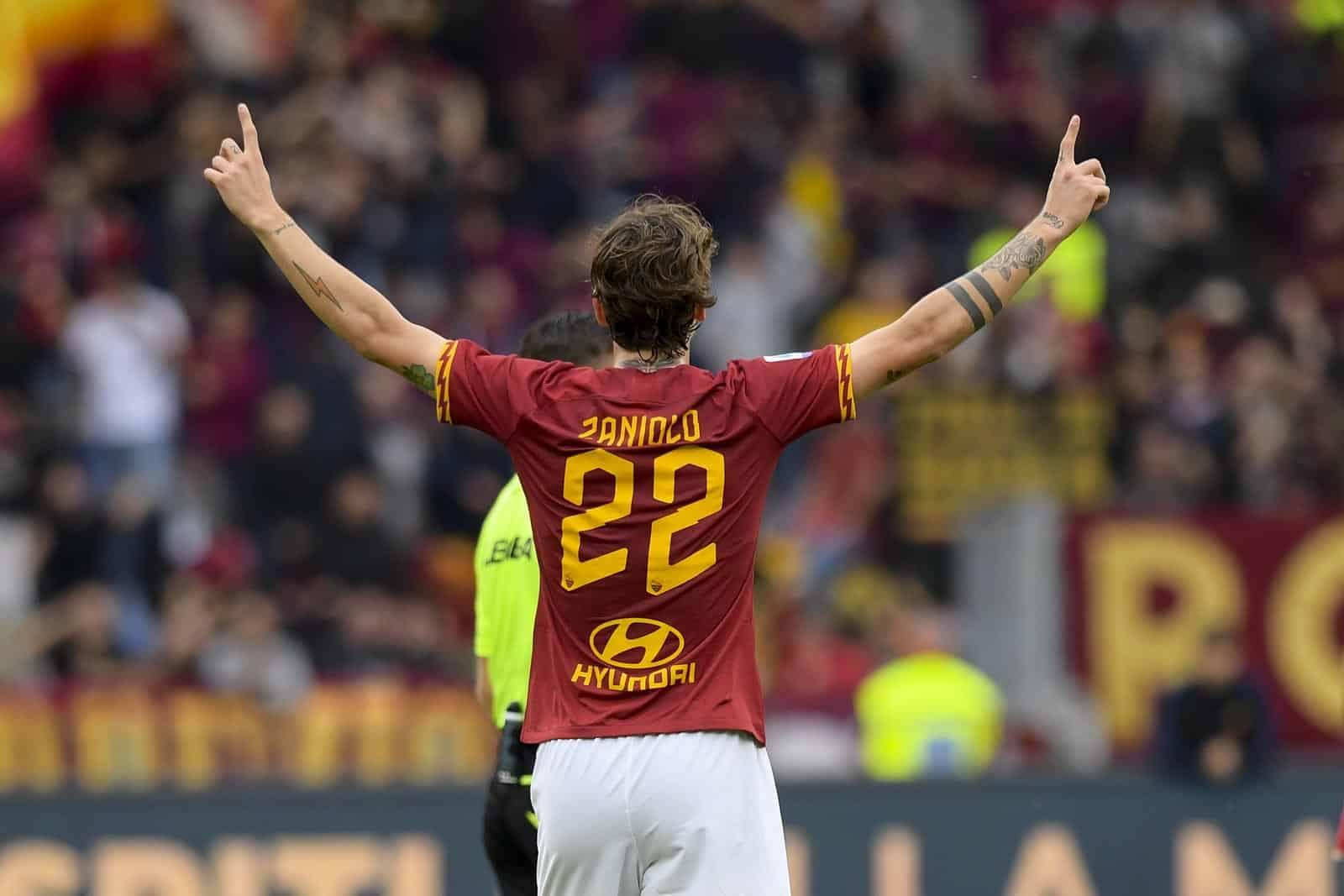 Nicolò Zaniolo esulta dopo il gol realizzato contro il Milan allo stadio Olimpico di Roma