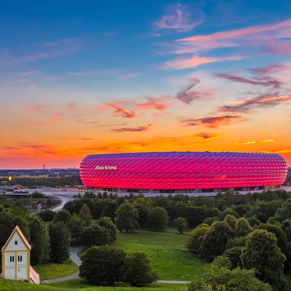 "Immagine di copertina di una pagina ""Facebook"" dedicata all' ""Allianz Arena"""
