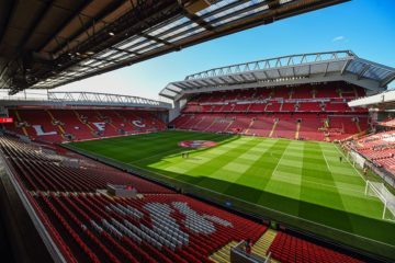 Panoramica interna di Anfield, immagine di copertina di una pagina Facebook dedicata all'impianto