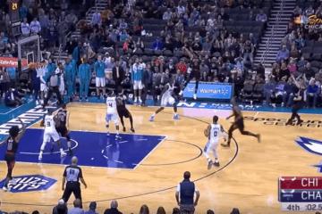 E' Zach LaVine l'uomo-copertina della notte NBA. Il giocatore dei Bulls ne ha messi 49 in casa degli Hornets, compresa la tripla della vittoria (in foto) a 8 decimi dalla fine (foto da: youtube.com)