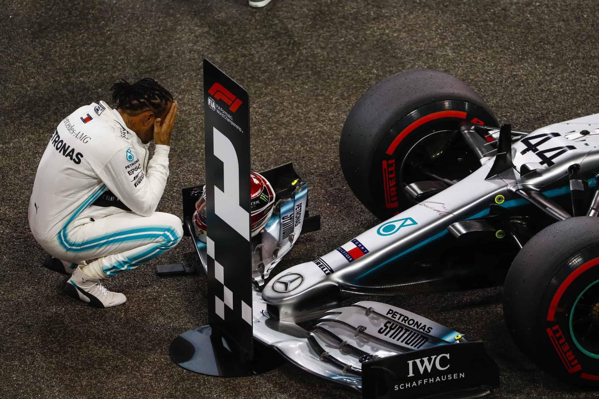 Hamilton dopo la vittoria del Gran Premio di Abu Dhabi