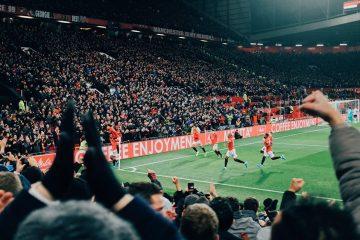 Curva del Manchester United durante una partita, foto pubblica su
