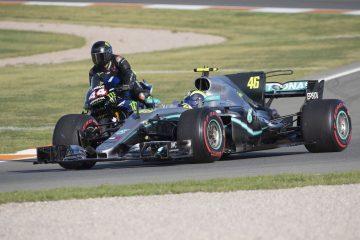 Hamilton sulla Yamaha M1 2019 e Valentino sulla Mercedes del 2017.  Fonte: Hamilton Twitter