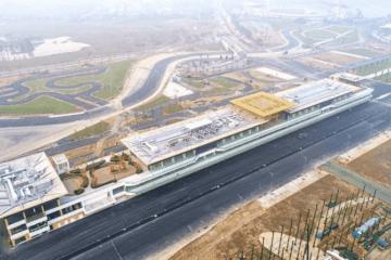 Le prime immagini delle strutture dei box del costruendo circuito di Hanoi, che sarà sede del Gran Premio del Vietnam (foto da: twitter.com/F1)