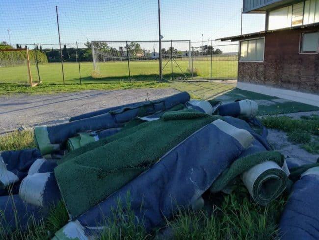 Una serie di tappeti in erba sintetica