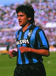 Ramon Diaz con la maglia dell'Inter nella stagione 1988-89