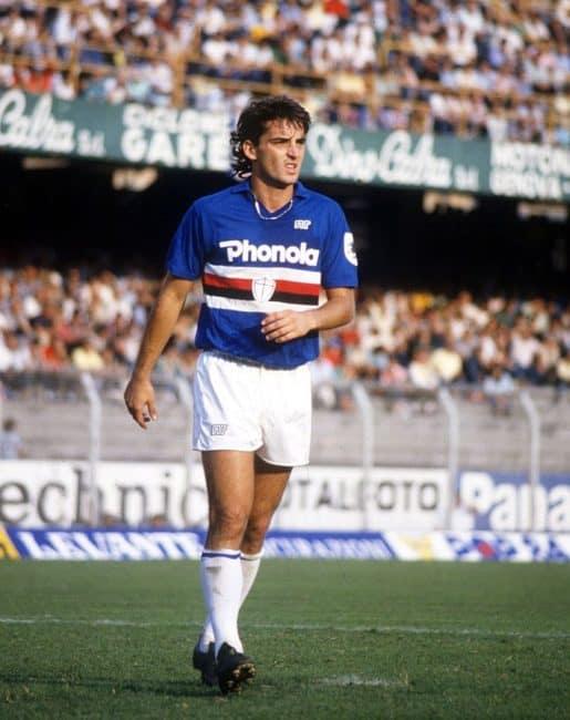 Roberto Mancini con la maglia della Sampdoria negli anni '80.