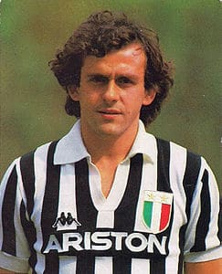 Platini con la maglia della Juventus nella stagione 1984-85