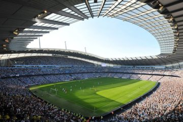 """Panoramica interna dall'alto dell' """"Etihad Stadium"""", presa dalla pagina """"Facebook"""" ufficiale del medesimo stadio"""