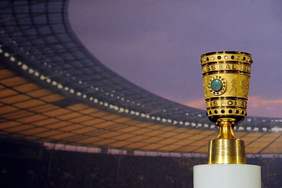 Foto del trofeo all'interno dell'Olympiastadium di Berlino, fonte pagina