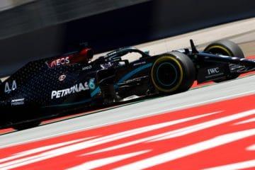 Lewis Hamilton, immortalato durante le PL2 del Gran Premio di Stiria 2020 (foto da: twitter.com/MercedesAMGF1)