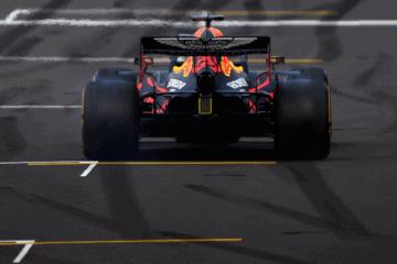 Vista dal posteriore della Red Bull RB16 di Max Verstappen, oggi 3° in Qualifica a Silverstone (foto da: twitter.com)